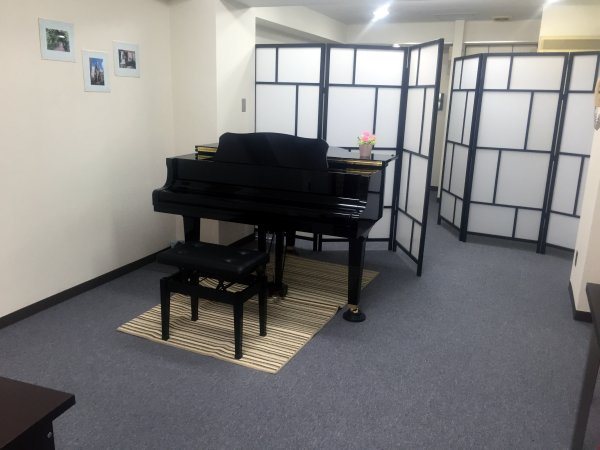 Grand Piano Rental Room